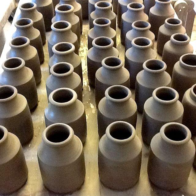 keramik väntar på skröjbränning